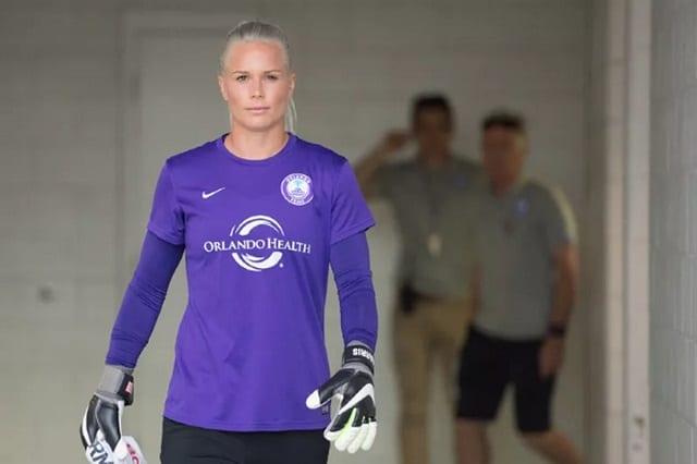 7d37b06dd Ashlyn Harris is an award-winning American soccer stars who plays as a  goalkeeper and has made much waves playing for the United States Women  Soccer team ...